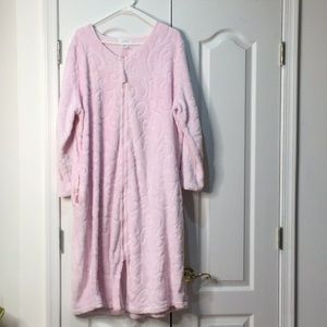 Aria xl pink soft full front zip robe euc